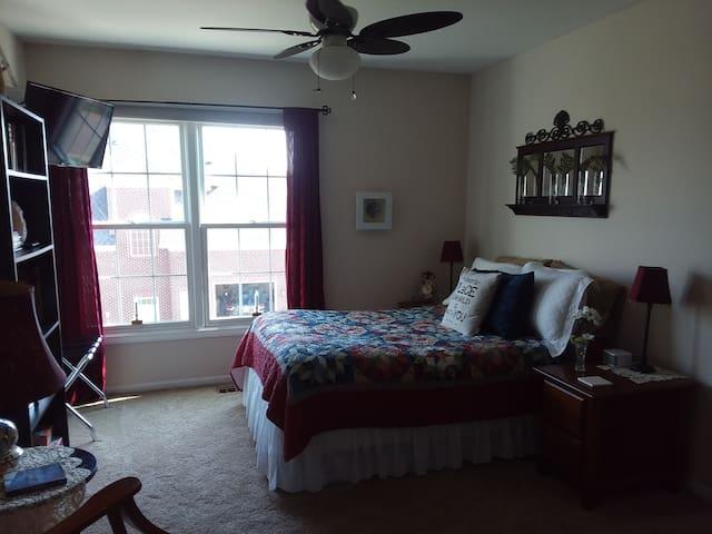 Room #2 w/ HOT BREAKFAST, Entire Floor & Biz Ctr!
