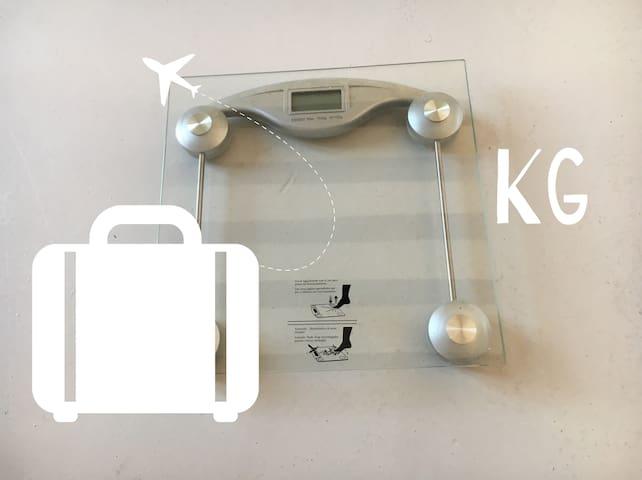 Hay una balanza en el armario de la entrada para que puedas comprobar el peso de tu equipaje