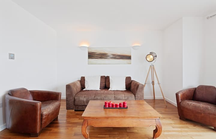 Lovely 1Bed w/Balcony on the River Thames