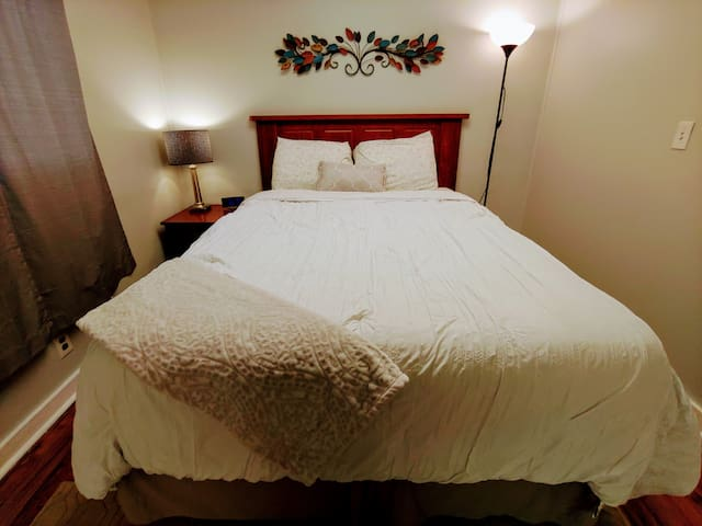 *Chic Comfy Large 1 Bedroom in Central Lafayette*