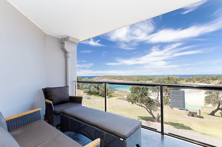 5 'The Outlook', 4 Ocean Parade -  overlooking Boat Harbour beach and ducted air conditioning