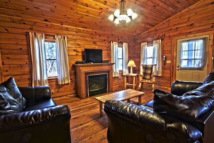 Cedar Grove Lodging: Maplewood Cabin - Logan