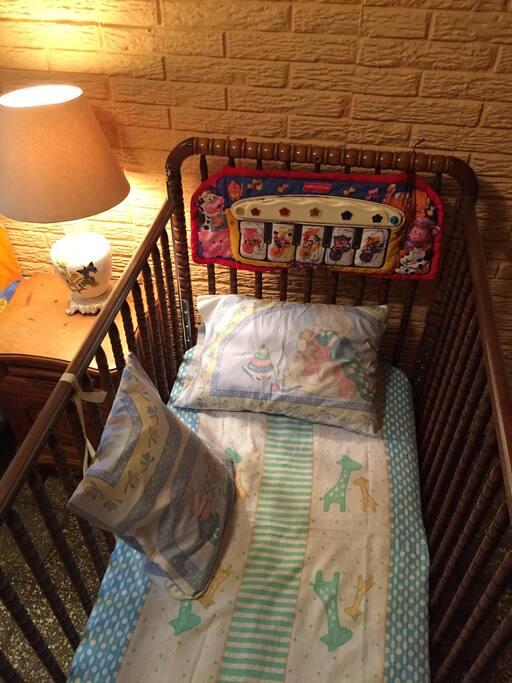 Cuna con musical y silla para bebe