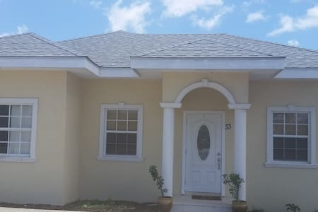 Royal Heights Villa - 3Bed/2 Bath Home - Bodden Town