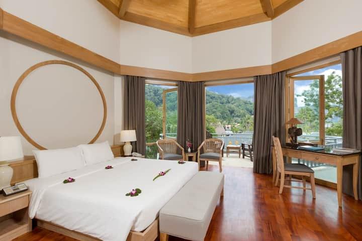 Luxury Grand Room - NRF Breakfast