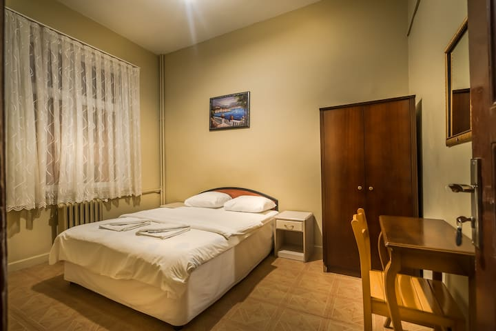DOUBLE ROOM WİTH SHARED BATHROOM