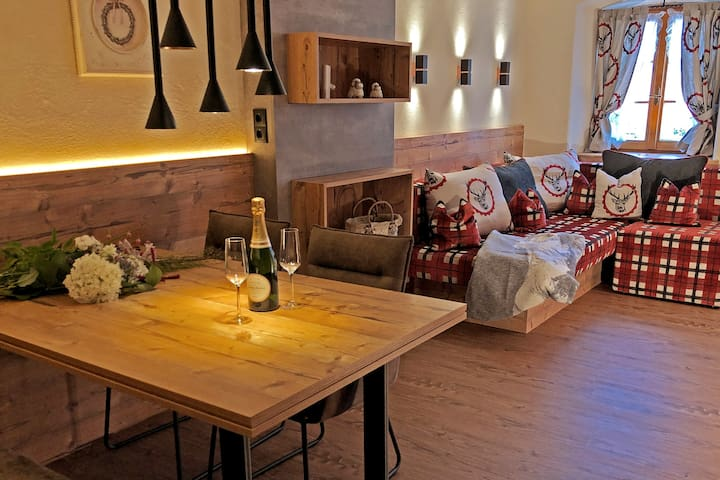 NEU Chalet Apartment Stubai- traditionelles Flair!