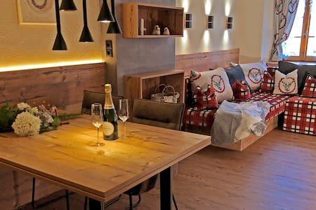 NEU Chalet Apartment Stubai- traditionelles Flair!