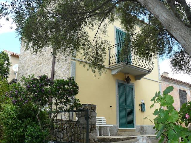 Tipica Casa Gallurese San Pantaleo Costa Smeralda