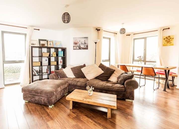 Spacious⭐Modern⭐Conveniently located flat for 5
