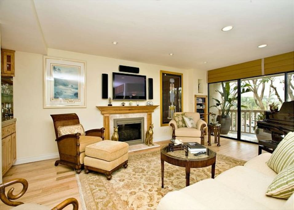 Living room with fireplace, large screen TV