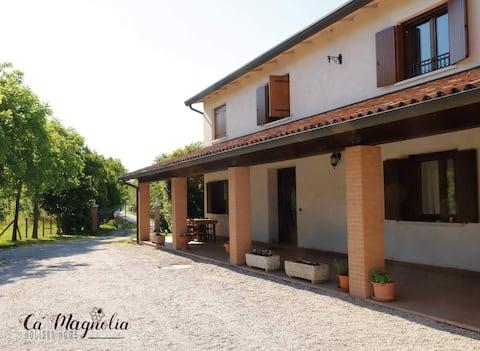 Ca'Magnolia spacious country home close to Venice.