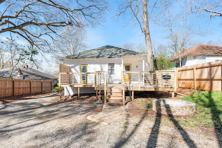 Cool, Clean, Recently Renovated House in Kirkwood