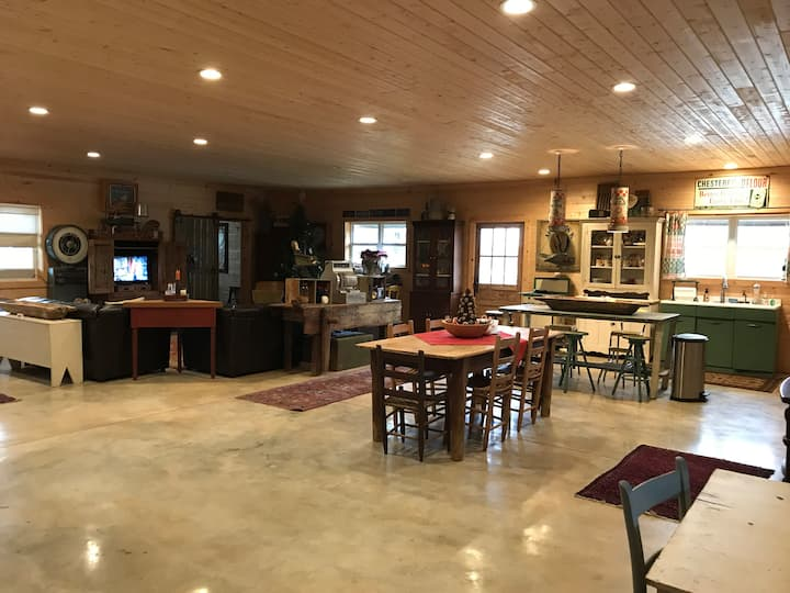 The Rustic Retreat at O5 Farms (6 guests)
