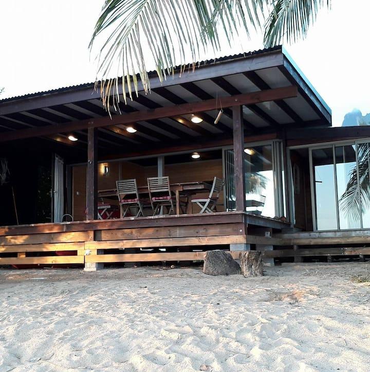 Fare Sunset Moorea 6 à 8 pers. sur plage privée