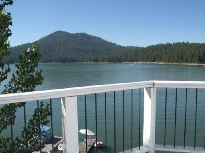 LF06  Beautiful Lakefront Home, Spectacular Views- Near Yosemite National Park