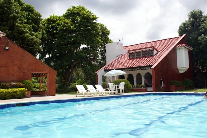MELGAR TOLIMA-casa quinta con piscina bonita