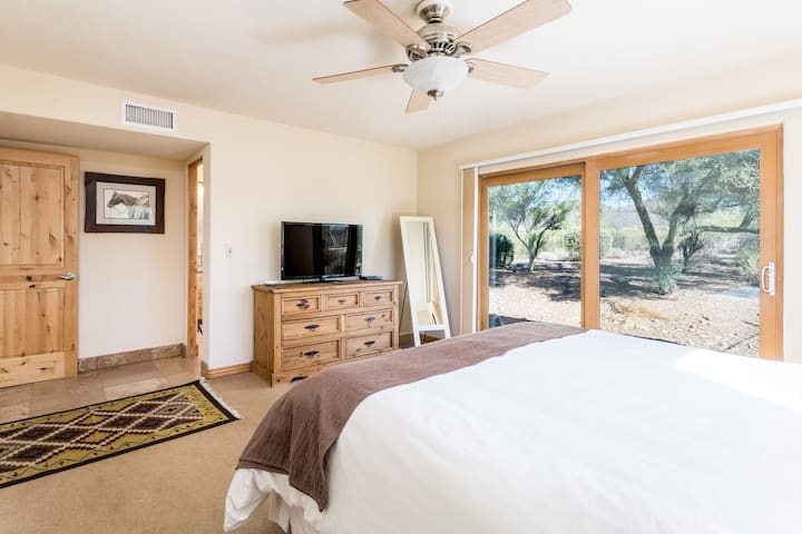 Ridgeway Ranch,  Old West Sonoran Desert Getaway - Cave Creek - Ház