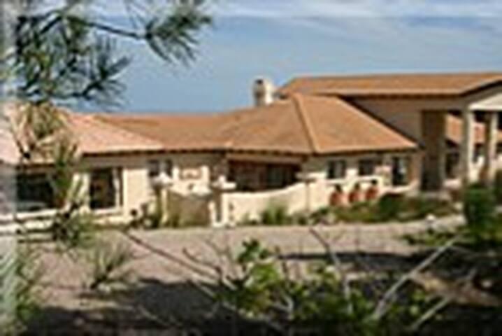 Kia Ora Estate
