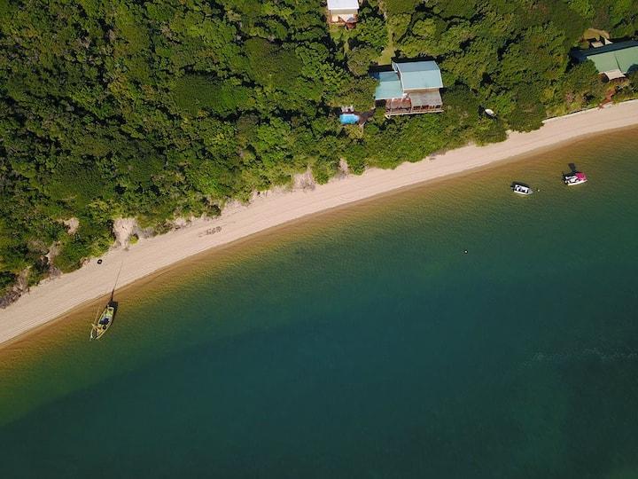 Casa Karibu at Nhoxani  - endless ocean views