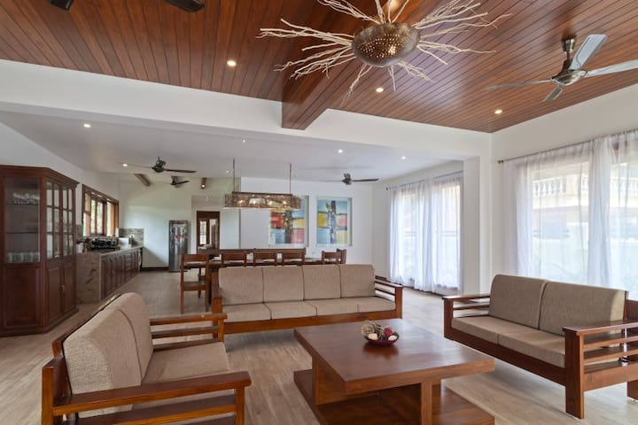 Villas for rent in Goa with spacious open plan living. Look up, look down beauty all around.