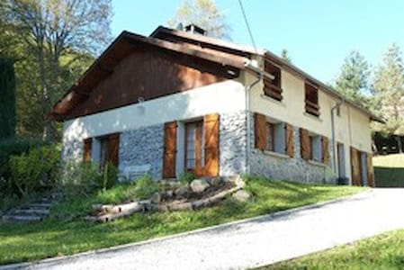 Your nest in the Pyrenees - Gîte 12 pers - Gourbit - Tarascon-sur-Ariège