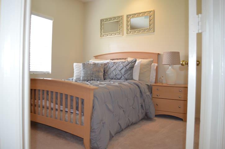 QUEEN - Blonde & Gold Luxurious Pvt Bedroom