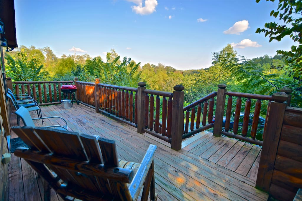 Private log cabin hot tub pigeon forge gatlinburg for Gatlinburg cabins with hot tub