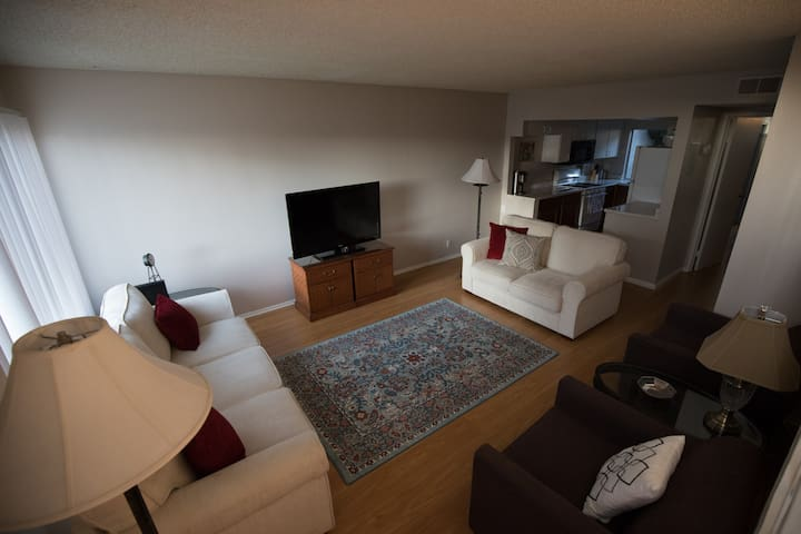 Lush, 2Br/2Ba Irvine Condo with All the Amenities