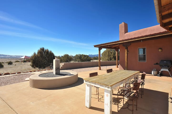 Beautiful 30 acre Private Hacienda Linda, Santa Fe - Galisteo - Casa