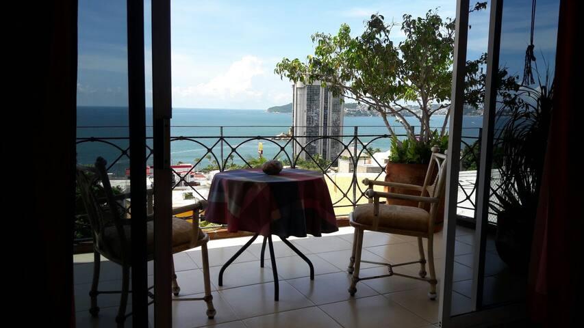 Bonita recamara vista al mar, centro de la Bahía.