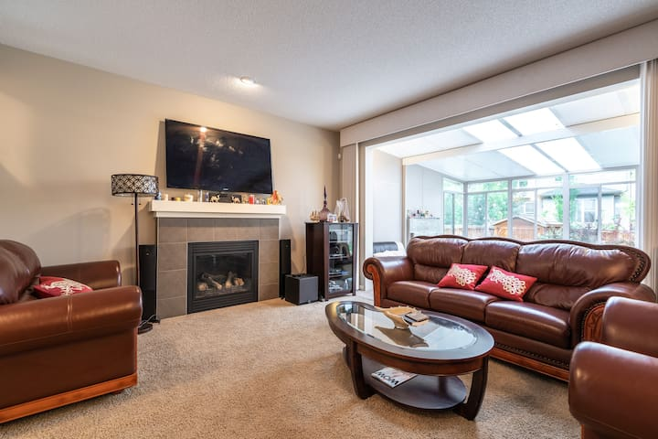 Executive 2400  sq ft 3 bedroom home at SW Calgary