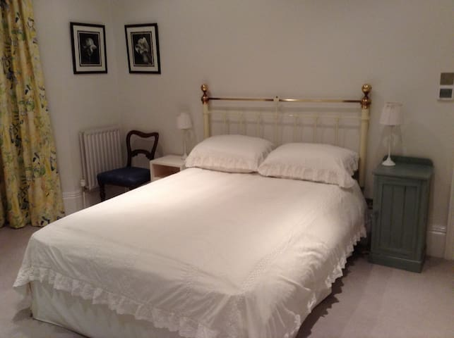 2 double rooms with easy access to central London