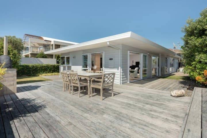 Seaside Beach Retreat - Outdoor living with Ocean Views