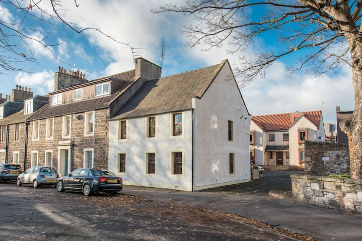 Superbly Located Flat in the Heart of Musselburgh