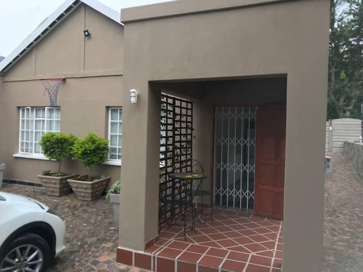 Lovely 1 Bed garden cottage. Great value! Fourways