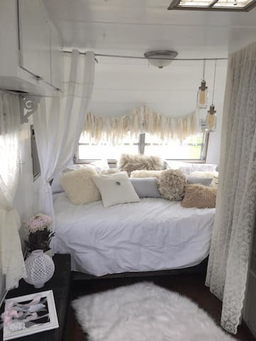 WinnieBee Urban Glamping Downtown Fort Lauderdale
