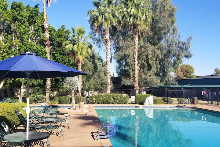 Affordable Double Beds Hotel Scottsdale