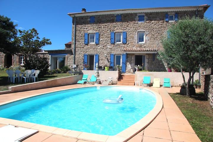 Maison de caractère en Ardèche avec piscine et spa
