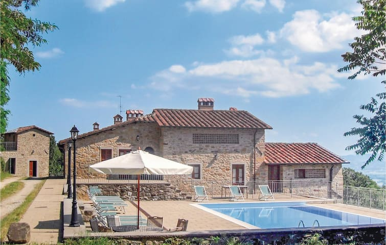 Holiday cottage with 13 bedrooms on 355 m²