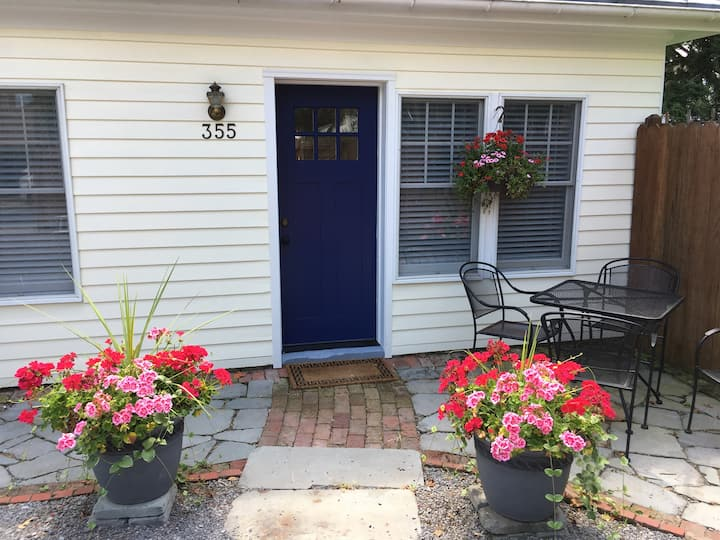 St Louis Guest Cottage at Tawsty Flower B&B