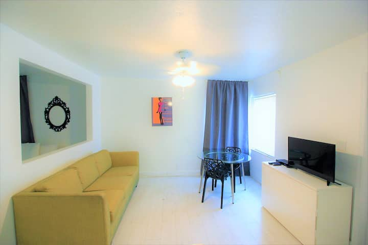 Hallandale Motel Apartment with pool  and parking