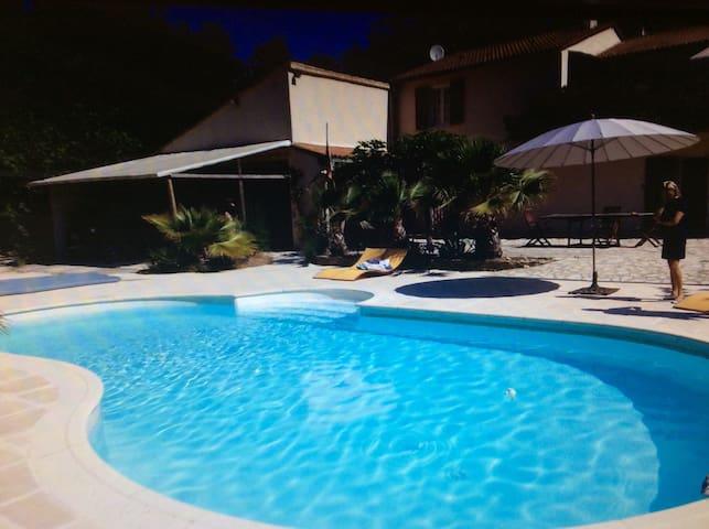 Maison pres d uzes avec piscine - Foissac - Apartament