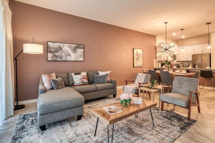 New Luxury 2 bedroom Condo near Disney