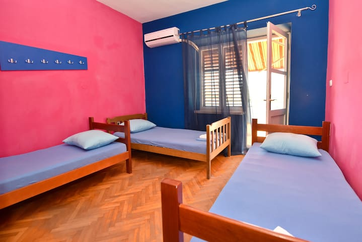 Simple,Central&Cheap Hostel - room 6 for 3 pax