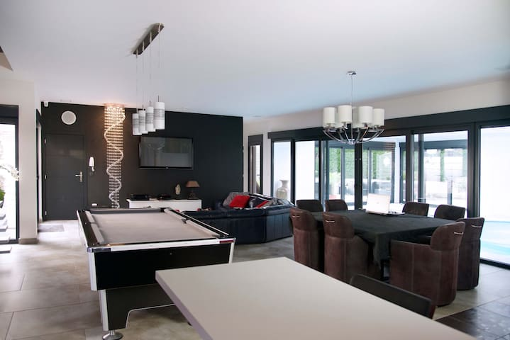 Demeure contemporaine avec piscine interieur - Wambrechies - Bed & Breakfast