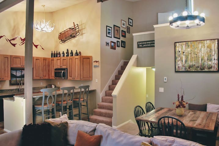 Cozy Eagle-Vail Condo: Minutes from Vail & BC