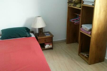 Chambre dans appartement lumineux - Kinshasa  - Lejlighed