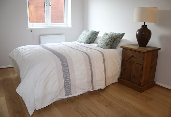 1 Bedroom Apartment close to Windsor town centre - Windsor - Leilighet