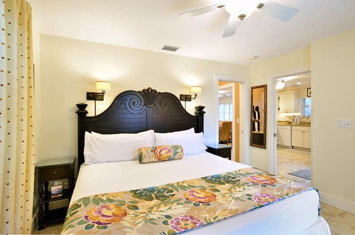 Lennon's Lodge, Luxury Accommodations for up to 6! - Key West - Hus